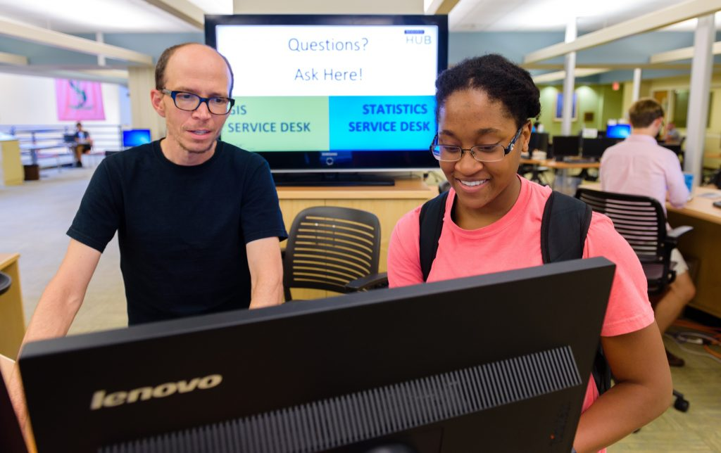 Phil McDaniel helping a student in the Davis Research Hub