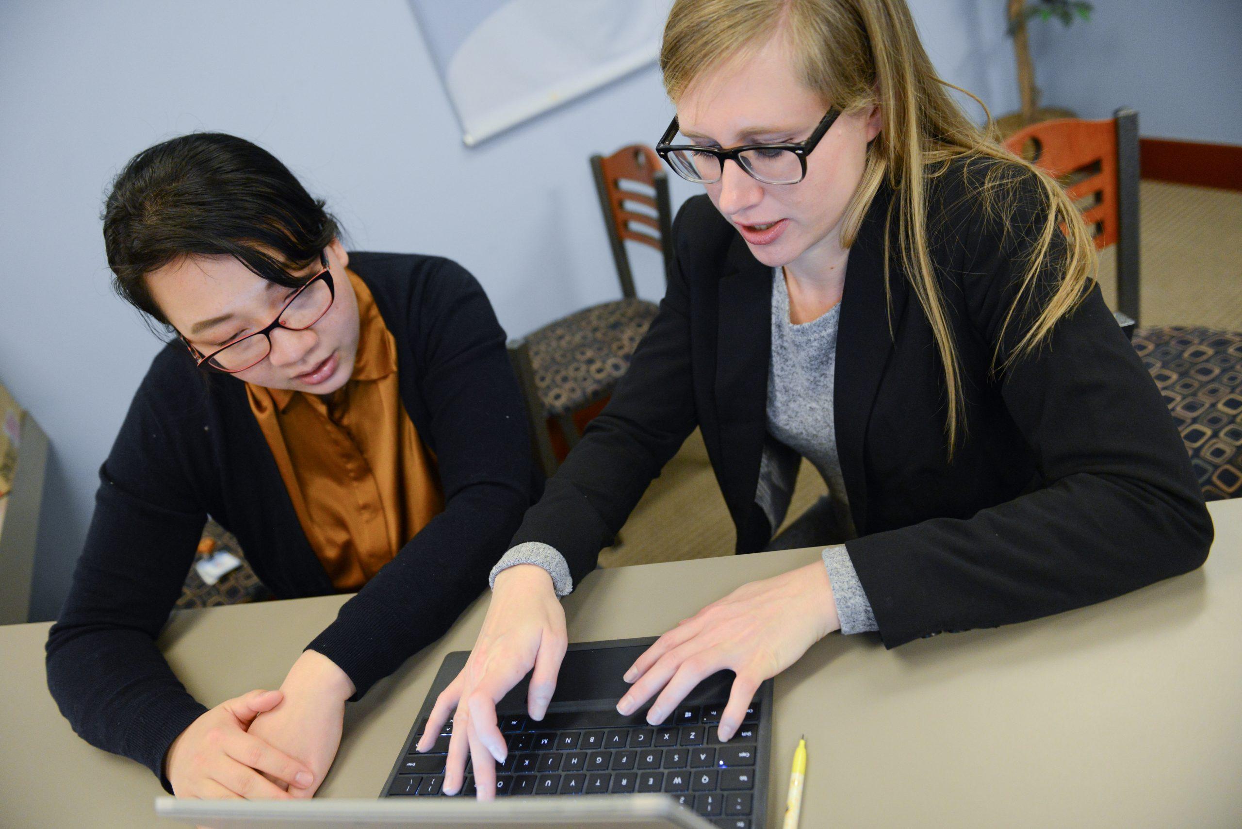 rebecca carlson types on laptop
